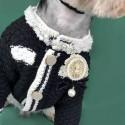 シャネル 犬服 ワンちゃん用 ニットセーター ペット服 ドッグウェア CHANEL バッジ柄 偽真珠 ジャケット 猫用コート ブランド チワワ ダックス トイプードル マルチーズ 春夏秋冬 傷なめ防止 抜け毛対策 テディ シュナウザー 中小型犬 S-2XL