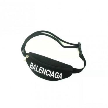 バレンシアガ ブランド ペット用品 犬のバッグ Balenciaga 猫犬ミニ鞄 かわいい 丈夫 ファッション 高品質 シンプル 犬の用品 ペットバッグ 長度調整可能 犬斜め掛けバッグ