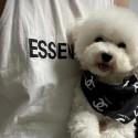 Chanel シャネル ペット用品 犬用 バンダナ 三角スカーフ かわいい ブラック ホワイト ココマーク付き おしゃれ 贅沢感 アクセサリー 猫 犬 飾り ボタン サイズ調整 お出かけ
